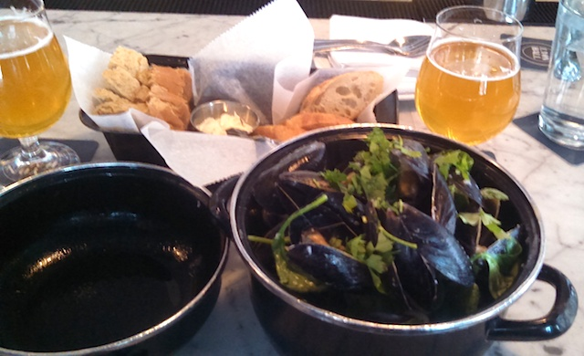 Vin Blanc Mussels Lyon Hall