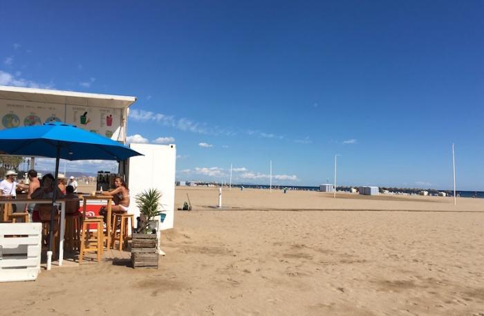 beachbol-bar-and-walkway