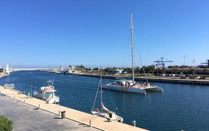 catamaran-in-marina-real