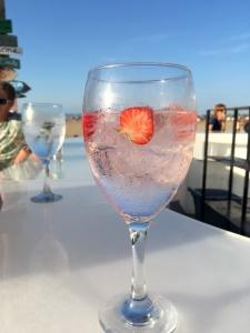 strawberry gin tonic marina beach club valencia