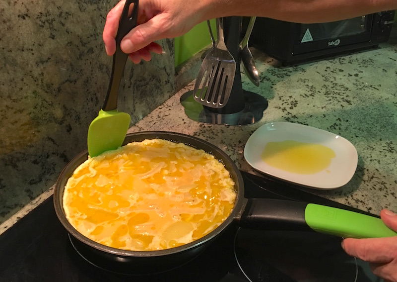 cooking spanish tortilla