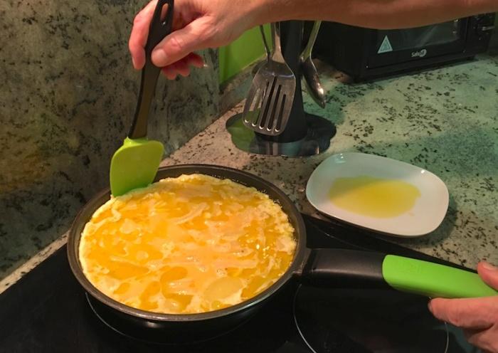 cooking spanish tortilla