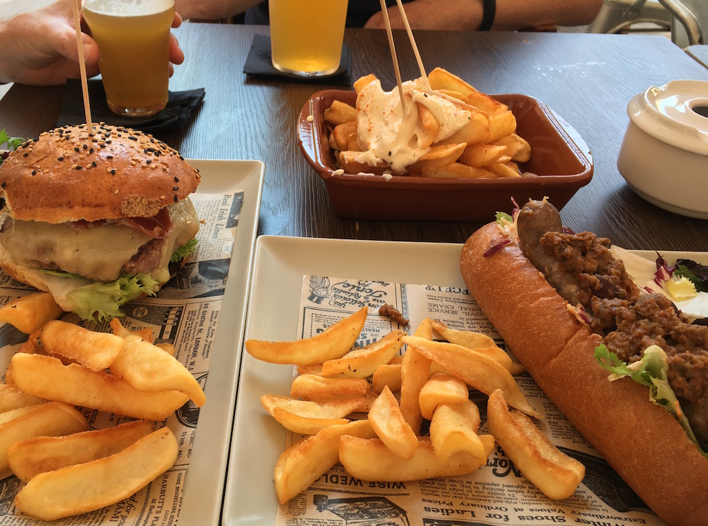 Tyris-burgers-bravas-and-dogs