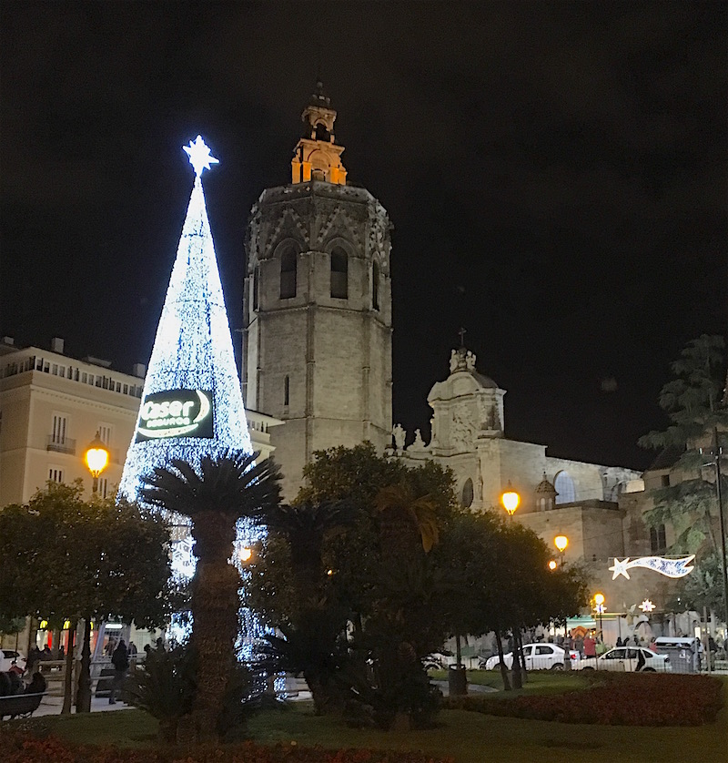 2-christmas-tree-plaza-reina-copy