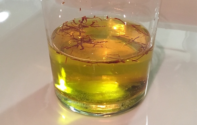 white-wine-saffron-infusion