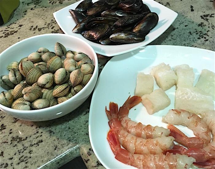 zarzuela-seafood-waiting