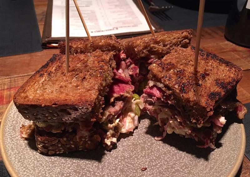Pastrami sandwich Canalla Bistro