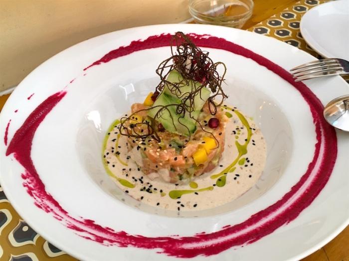 conTenedor Tartar Salmon Ajoblanco Seville Spain