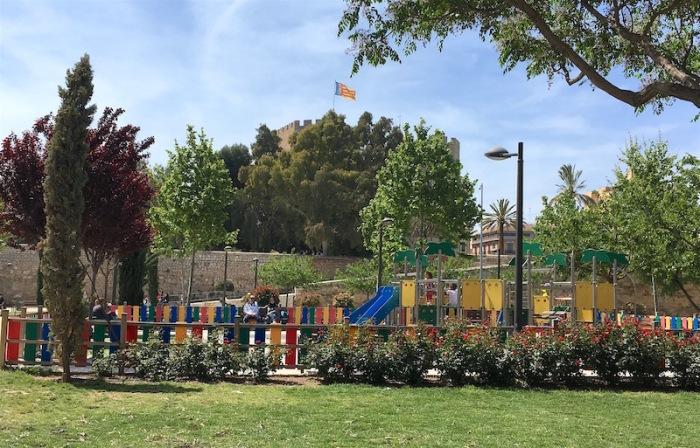 Jardines-Turia-Rose-garden-playground