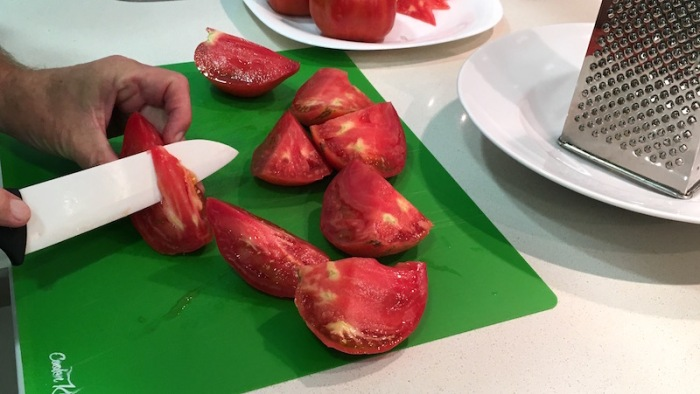 Tomato-slicing