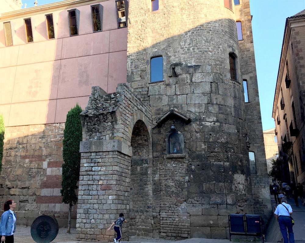 Gothic-Quarter-Roman-Walls