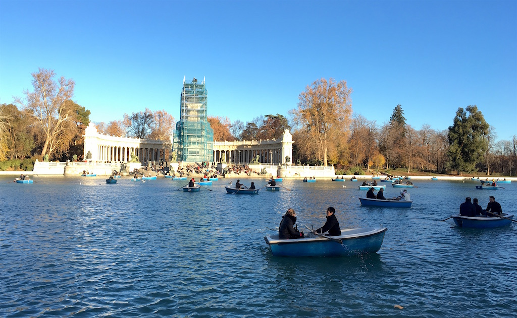 Retiro park boats on Estanque Grande
