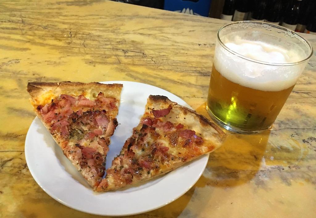 Pizzeria-La-Competencia-pizza