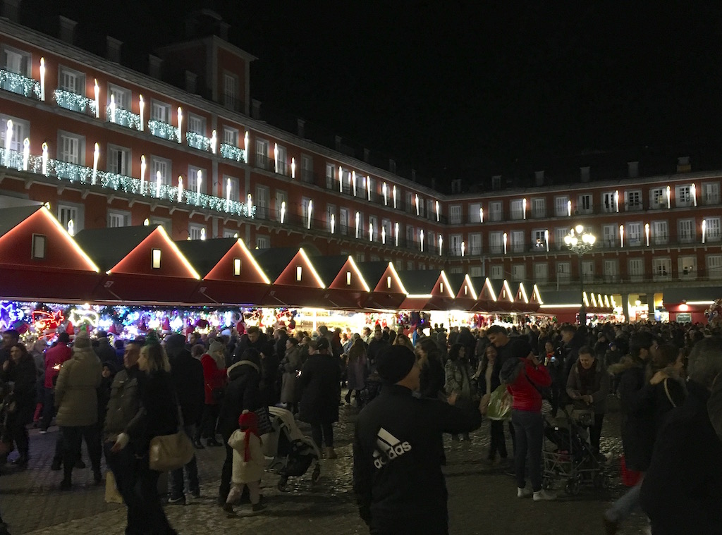 Plaza-Mayor-at-night
