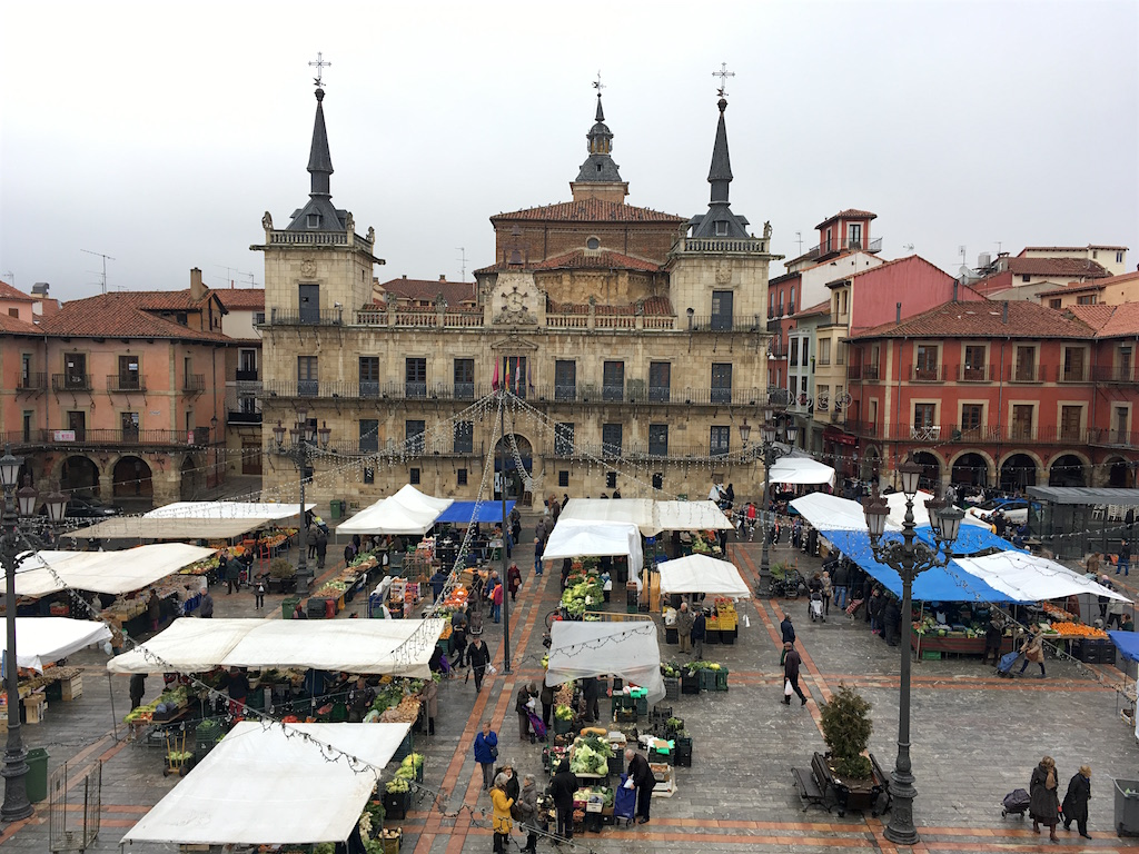 plaza mayor market day leon spain