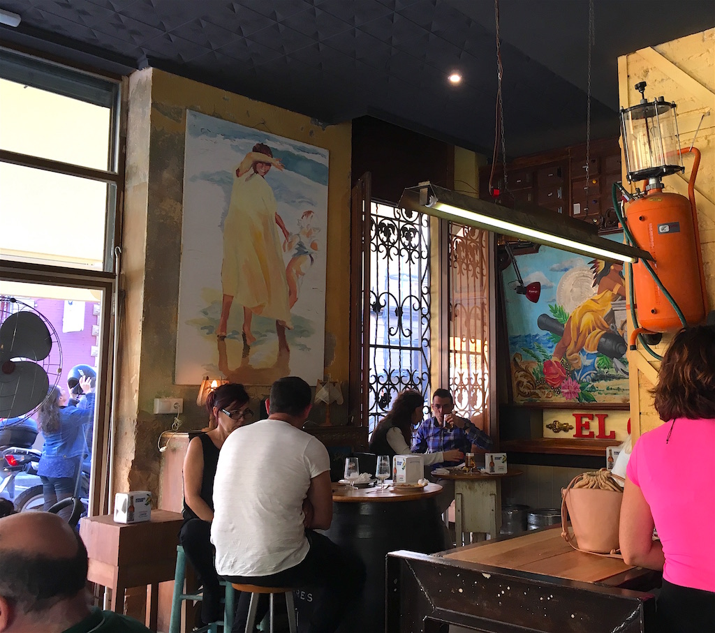 Taberna-El-Clavo-decor
