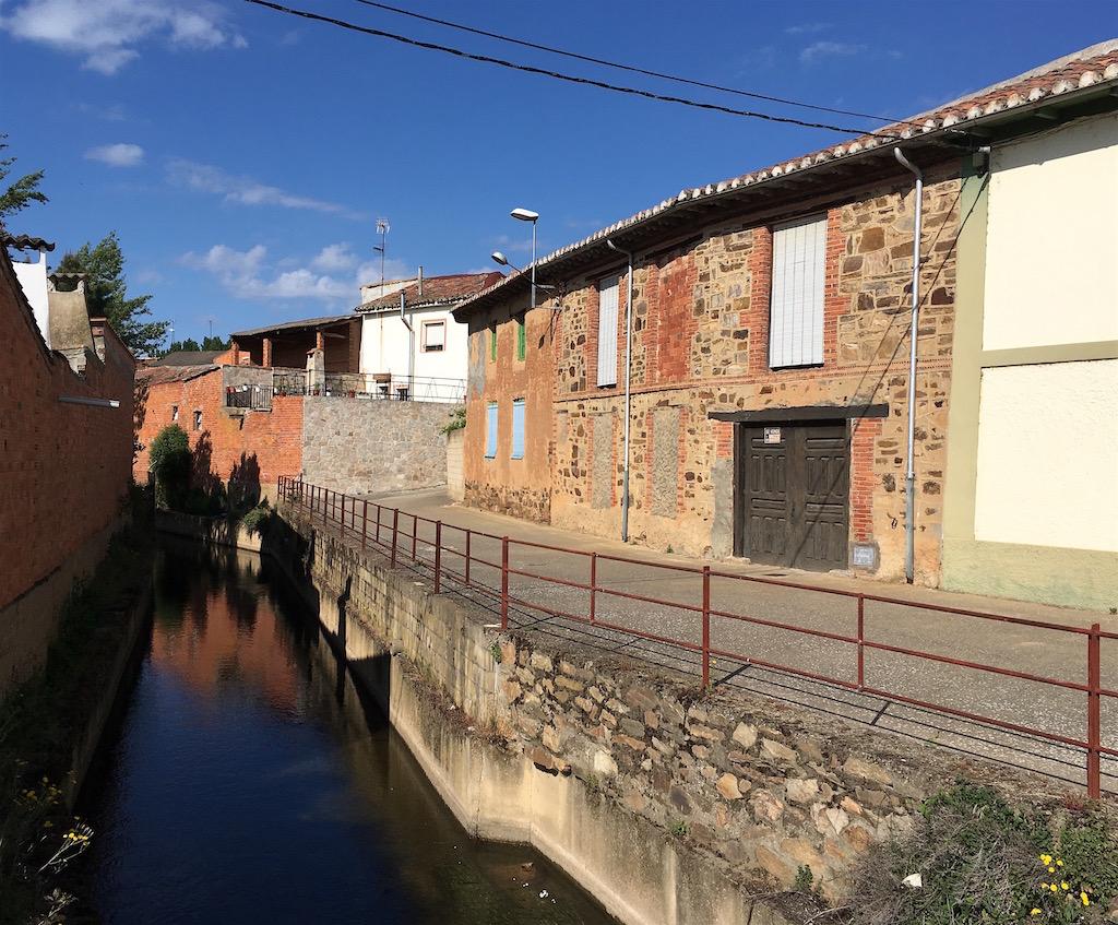 Canal-thru-La-Nora