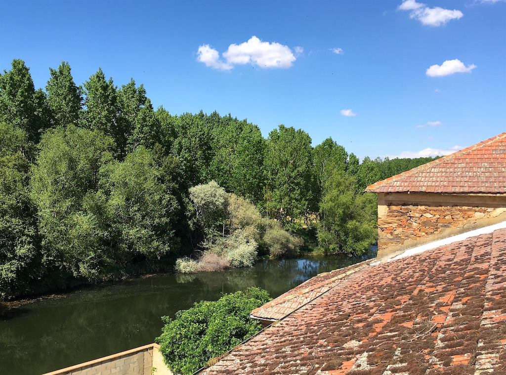 Orbigo-River-over-the-roofs