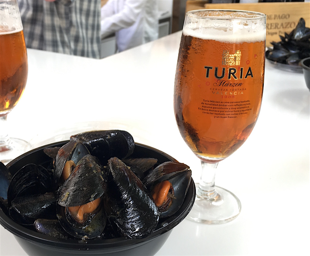 Turia Marzen cerveza and Clotxinas Valencia Spain