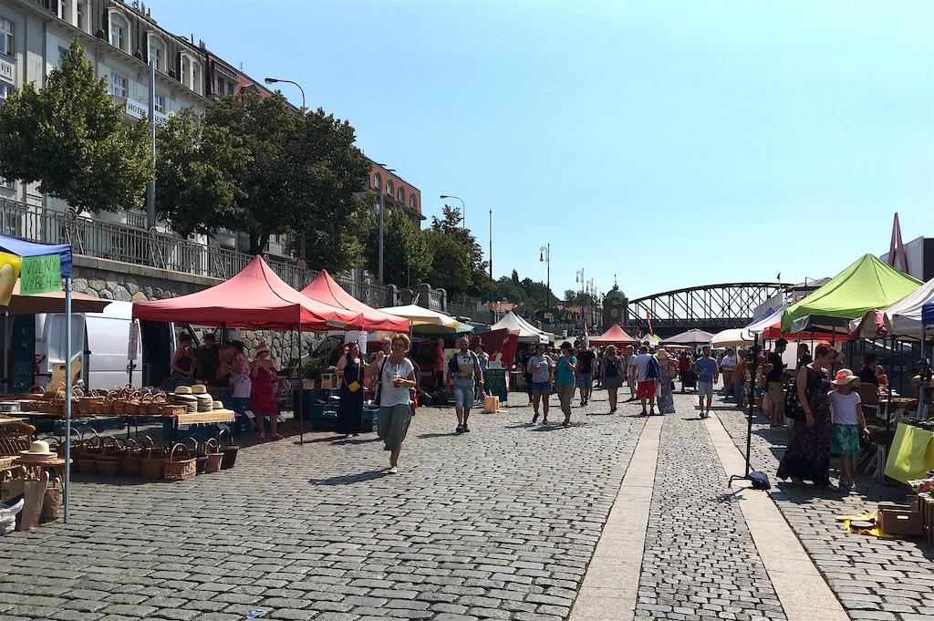 Naplavka riverbank farmers market