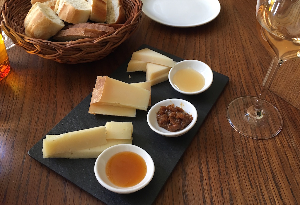 Vinograf Misenska cheese plate