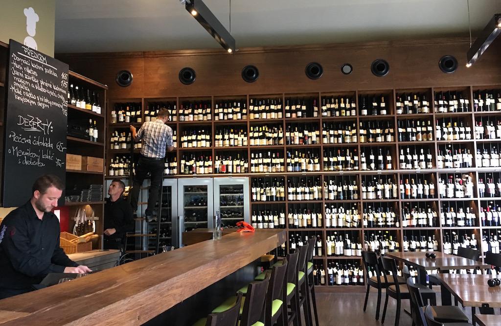 Vinograf-Senovážné-wine-bar