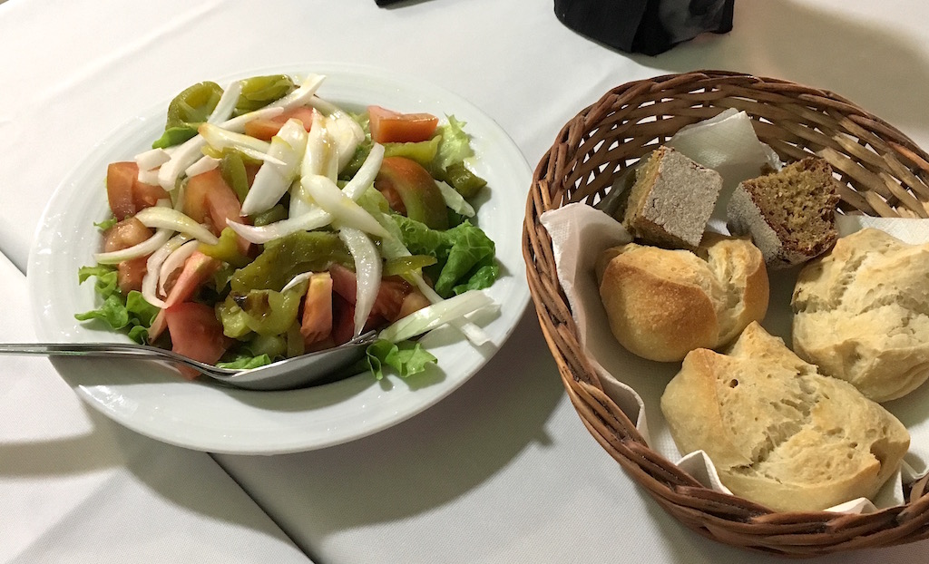 ORobalo-salad-and-bread