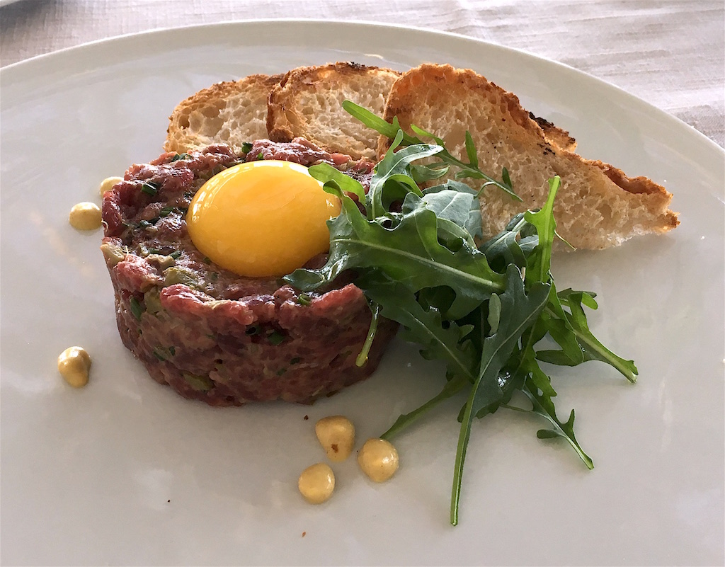 steak tartare vinum restaurant porto