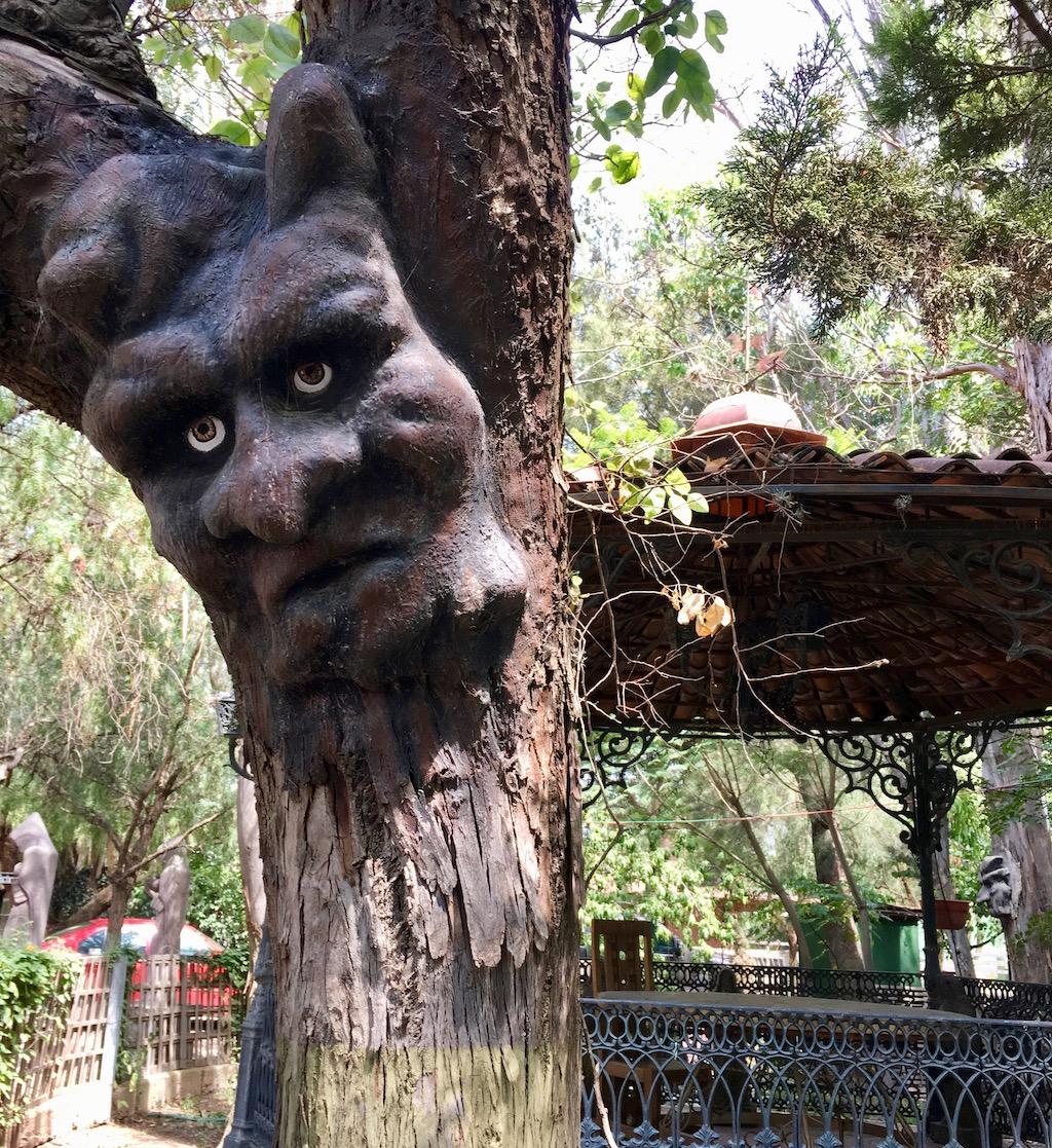 Vinedo Toyan tree carving