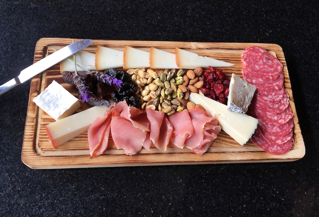 cheese and charcuterie tabla cuna de tierra winery