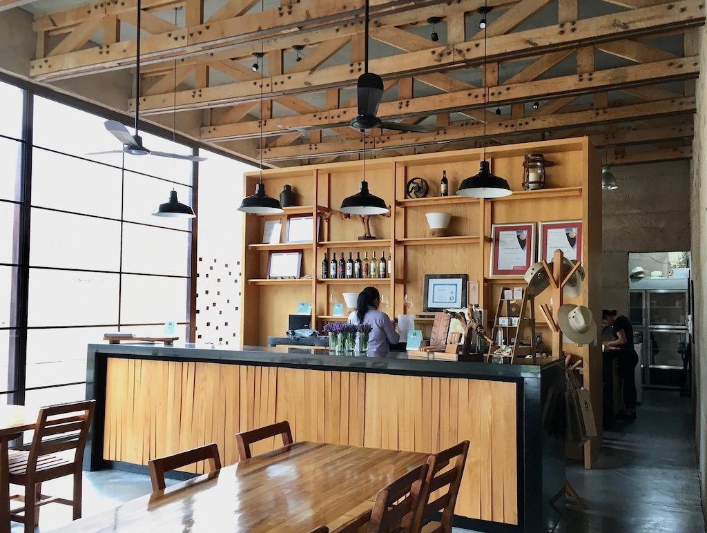 cuna de tierra restaurant tasting room